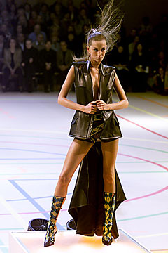 Gisele Bündchen in Givenchy Spring/Summer 2000 ready-to-wear