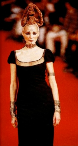 Nadja Auermann in Givenchy ready-to-wear SS 1997