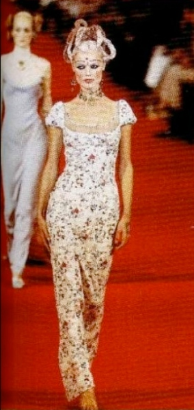 Eva Herzigová in Givenchy ready-to-wear SS 1997