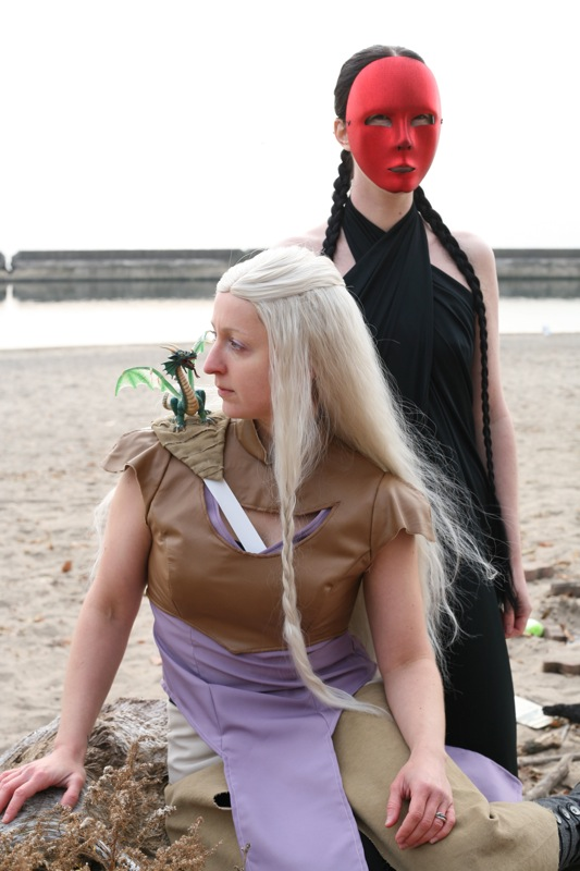 Daenerys Targaryen and Quaithe Halloween cosplay