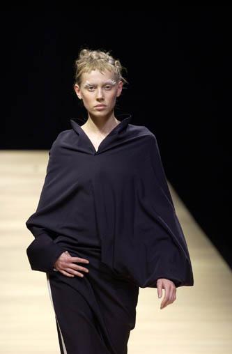 Yohji Yamamoto FW2001 look 48