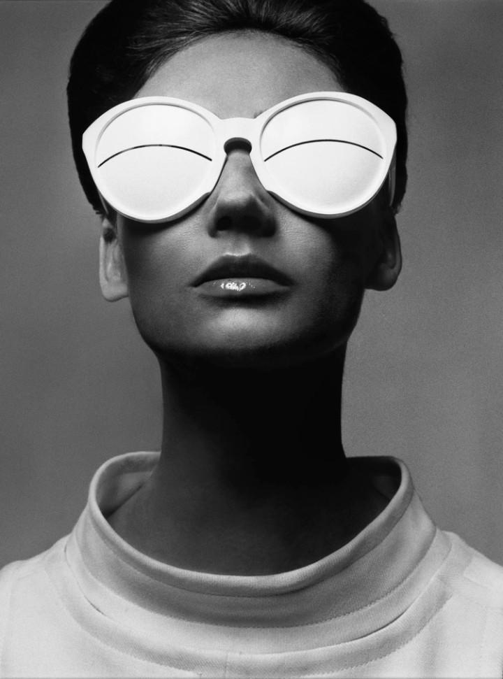 Courrèges sunglasses - Simone D'Aillencourt photographed by Richard Avedon, 1965
