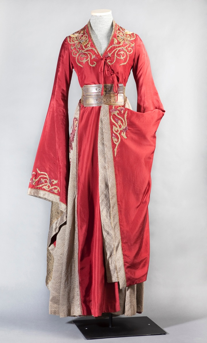 Cersei Lannister's red and gold court dress - Game of Thrones season 1-2