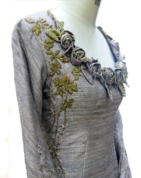 Sansa Stark dress, bodice flower detail