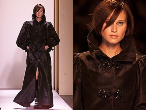 Natalia Semanova wears an Oscar de la Renta opera coat on the Fall 2001 runway