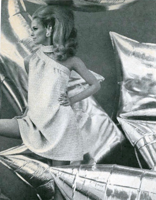 Lauren Hutton in Vogue, July 1966 Photo: Gianni Penati.